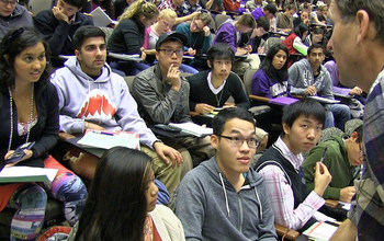 undergraduates in biology class