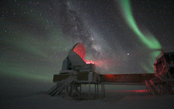 Photo of the Aurora Australis ove the 10-meter South Pole Telescope.