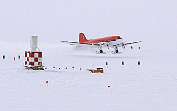 Photo of DC-3 landing