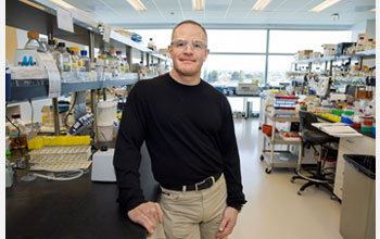 Photo of Joint BioEnergy Institute Director Jay Keasling in a lab at JBEI.