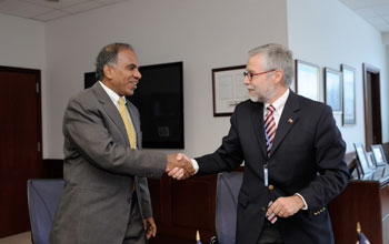 Photo of Subra Suresh and Jos� Miguel Aguilera shaking hands.