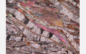 Foliated microstructure at the microscale: talc lamellae (brights) and calcite veins (white-greys).