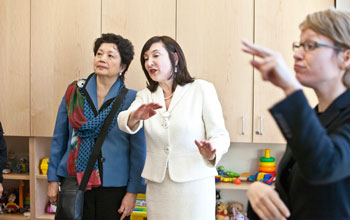 Image of Dr. Laura-Ann Petitto showing Dr. Soo-Siang Lim around the new BL2 laboratory.