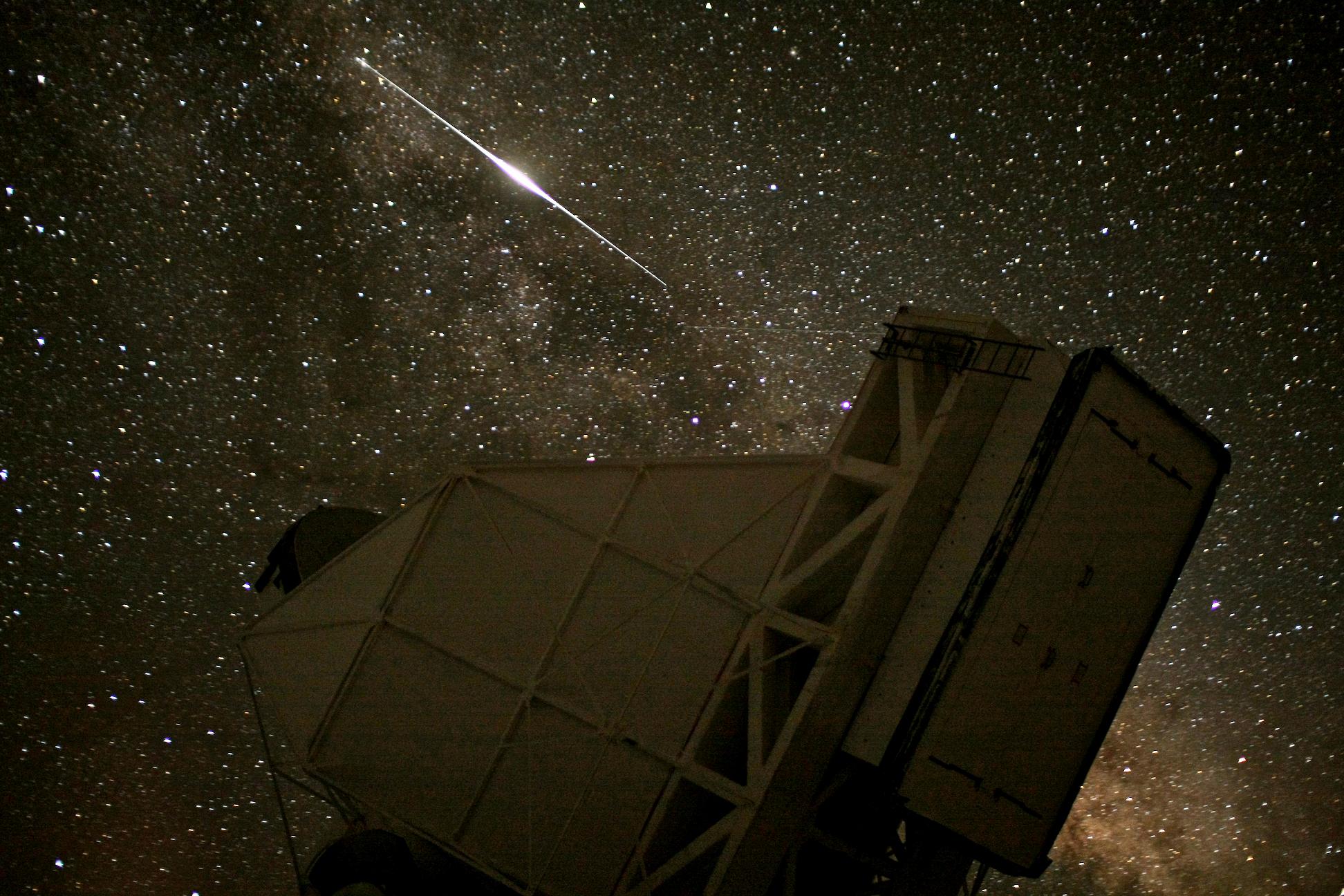 Multimedia Gallery - Iridium flare over telescope | NSF