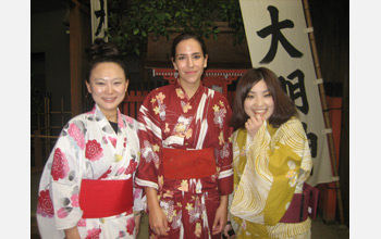 Photo of 3 women wearing kimonos in Osaka.