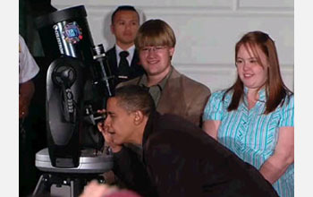 Photo of President Obama viewing Double-Double in Lyra with young stargazers.