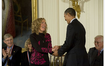 Photo of Elaine Fuchs receiving the National Medal of Science from President Barack Obama.