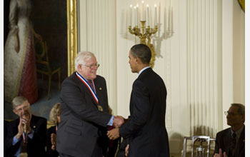 Photo of Rudolf Kalman receiving the National Medal of Science from President Barack Obama.