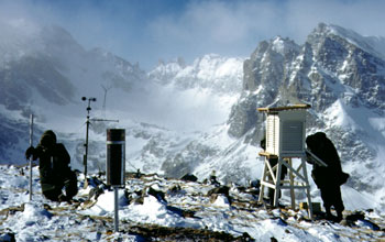 Researchers register high-elevation snowfall on top a snowy mountain in Colorado.