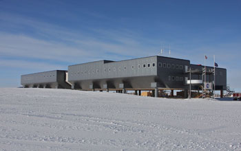Image of the elevated new Amundsen-Scott South Pole station.