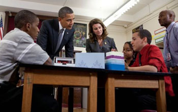 Photo of President Obama, Melinda Gates, James Louis, who hosted the president, and students.