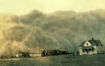 Photo of a duststorm engulfing Stratford, Texas.