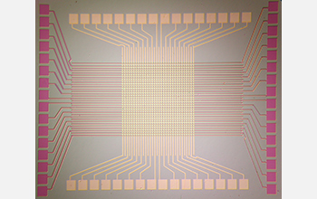 Image of a 1k silicon oxide memory chip created using Rice technology.