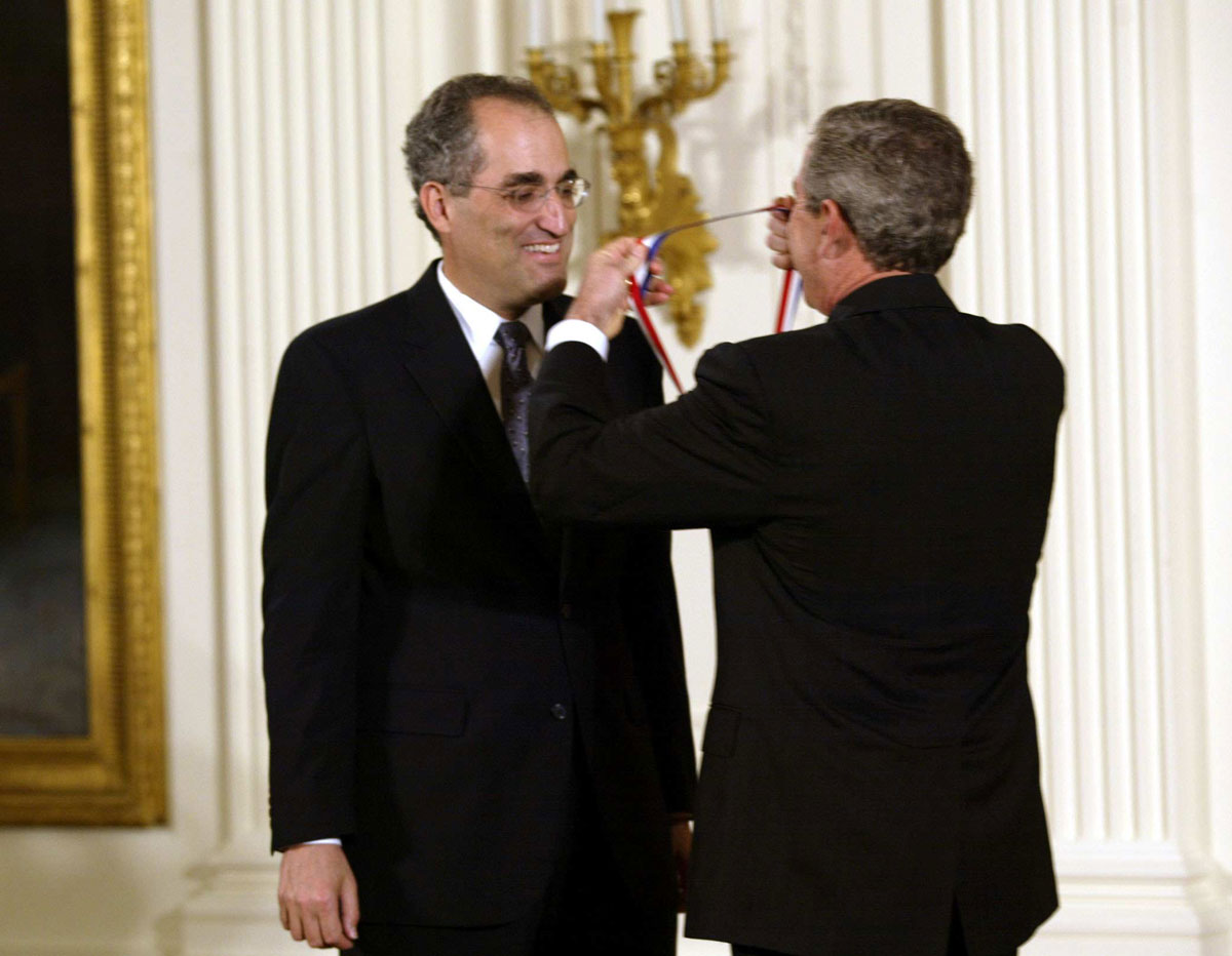 Edward Witten receiving the National Medal ...